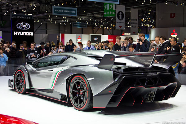 Perfect Lamborghini Used High Quality Carbon Fiber And The Look And Style Of The Car  Is Like An Aggressive Extreme Sports Car.